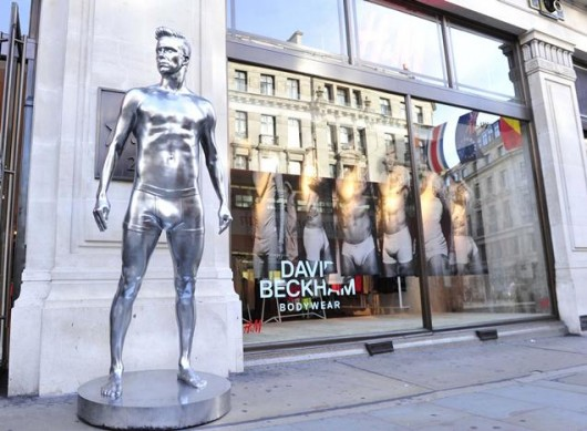 david-beckham-silver-statue-H&M