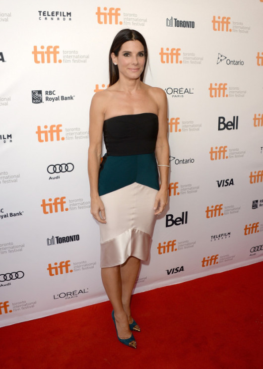 Sandra-Bullock-in-Narciso-Rodriguez-2013-Toronto-International-Film-Festival-Gravity-Premiere-2-600x842