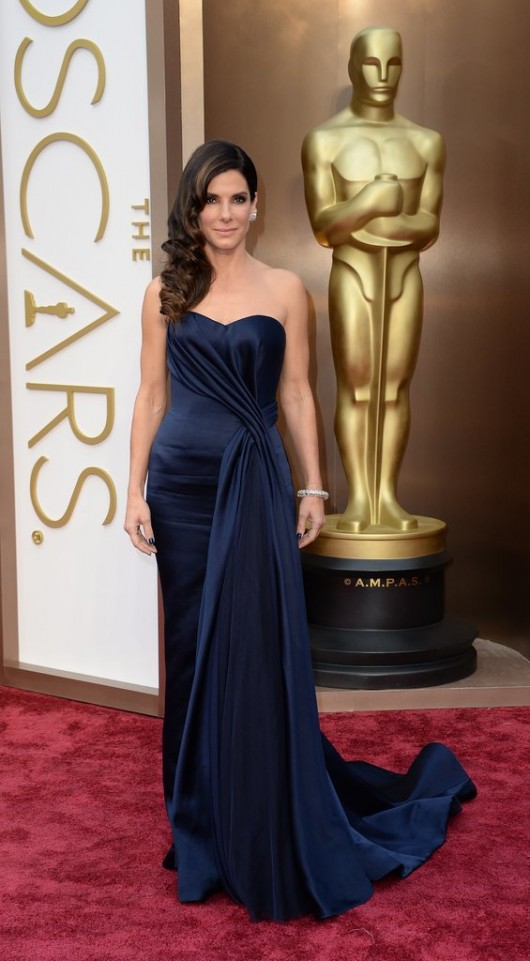 Sandra-Bullock-2014-Oscars-alexander-mc-queen