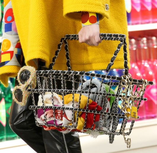 chanel-fall-winter-2014-15-ready-to-wear-decor-grocery-store-15