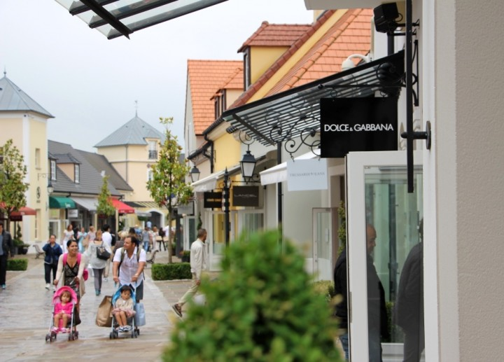 la-vallee-village-designer-outlets-paris-2