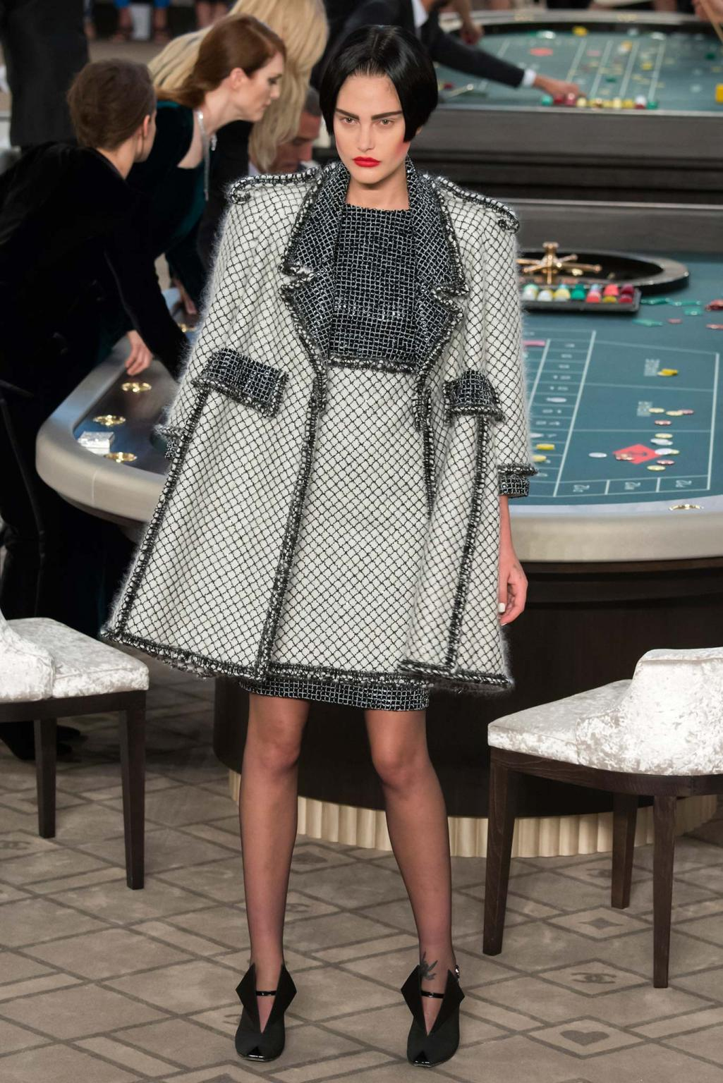 Chanel haute couture fall 2015 casino chanel 3 style for Chanel haute couture 2015