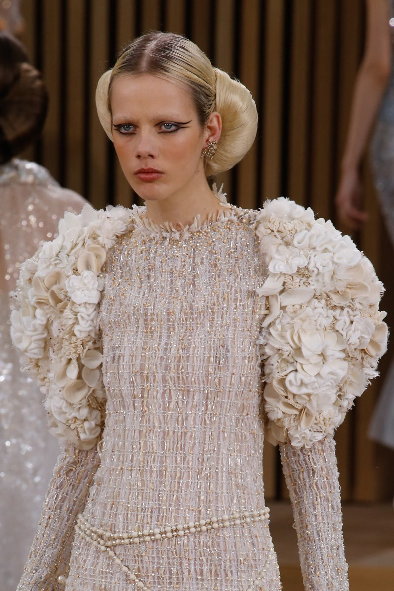 Chanel haute couture spring 2016 details 3 style blog for Haute couture shopping