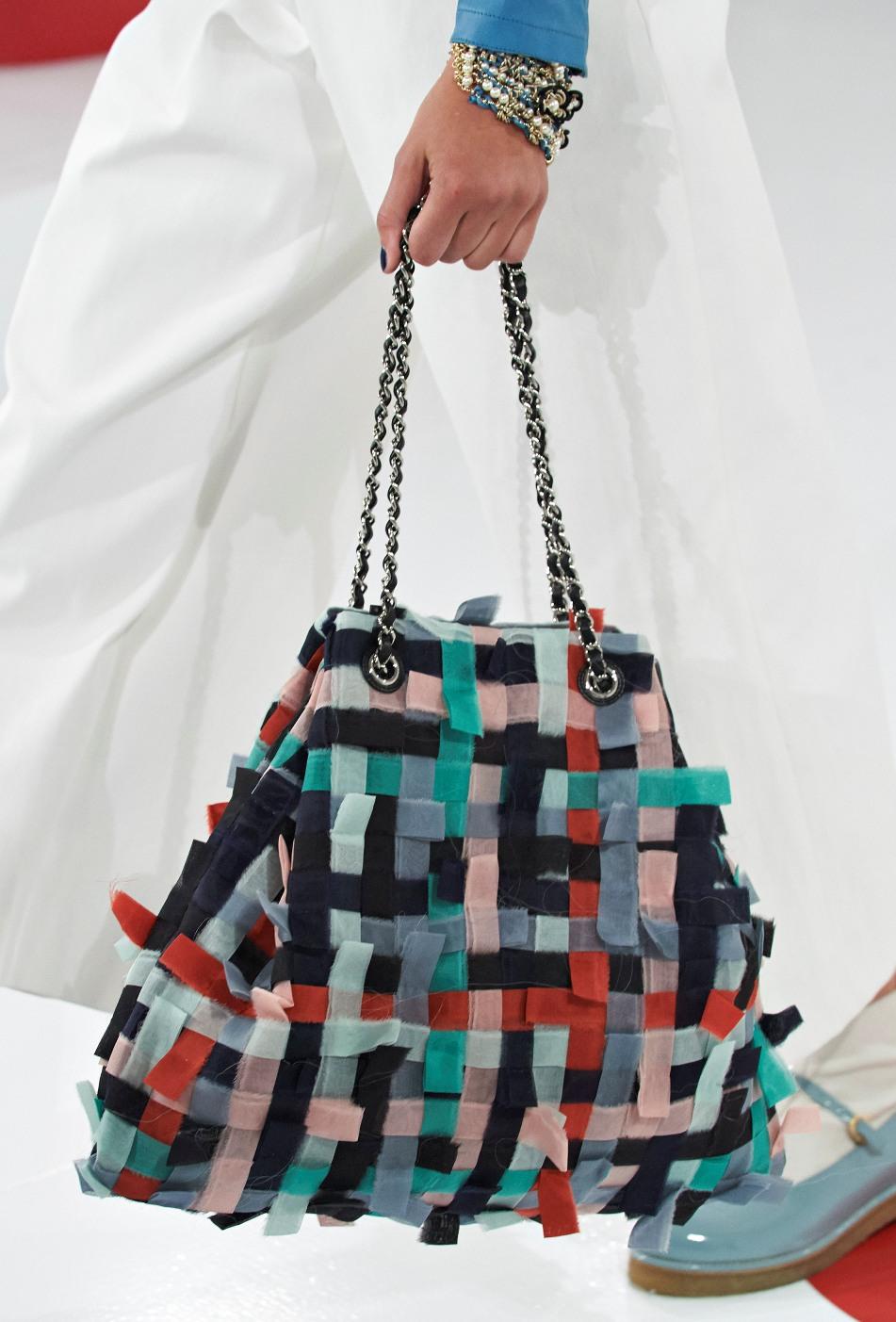 chanel-seoul-resort-cruise-2016-bags-accessories-11  08e447b465d6e