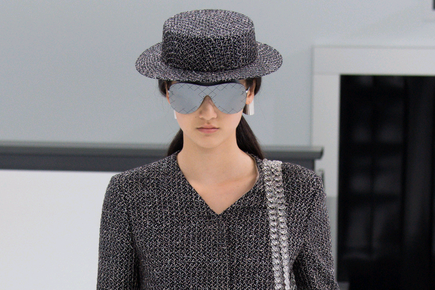 93a715f55be chanel-airlines-spring-2016-collection-luggage-boater-hat