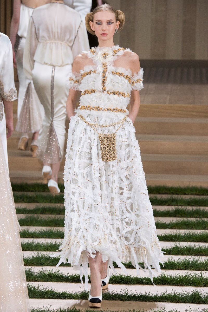 Chanel haute couture spring 2016 10 style blog for Chanel haute couture price range