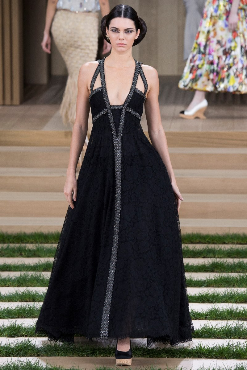 Chanel haute couture spring 2016 kendall jenner style for Chanel haute couture price range