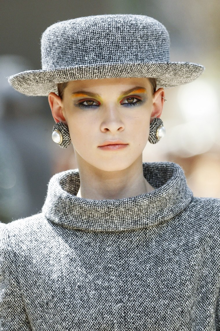 Chanel fall 2017 haute couture hat style blog canadian for Chanel haute couture price range